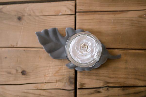 """Rose éternelle blanche """"Précieuse"""" argentée"""