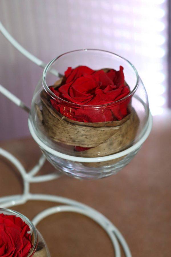Trio de roses éternelles rouge socle flamme blanc